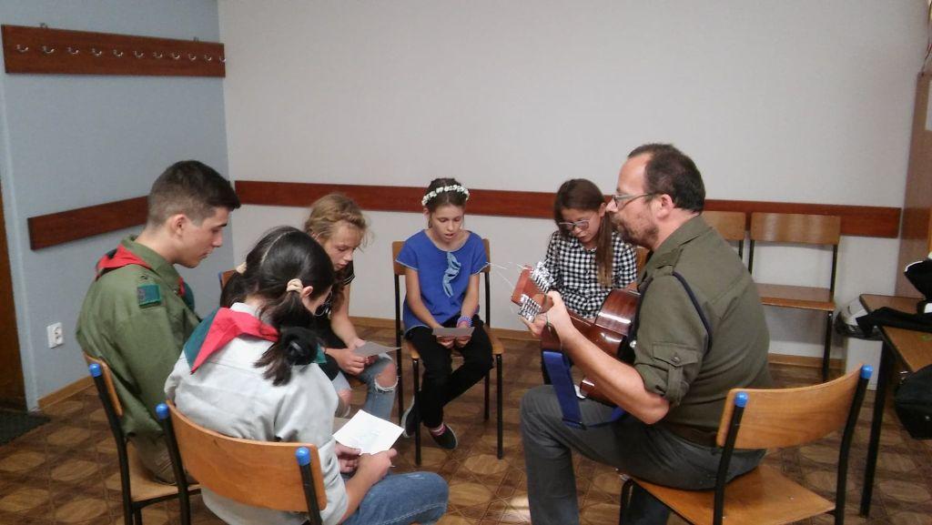 Zuchy i harcerze w Orzechowie